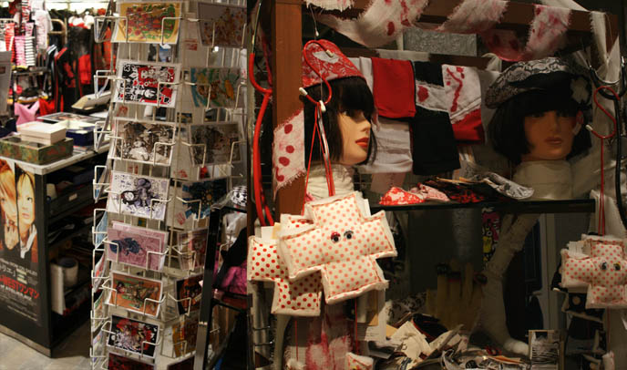 Blablahospital guro lolita London Camden Market punk clothing brand. Nurse caps, ripped t-shirts and medical wear. Gothic Lolita postcards.